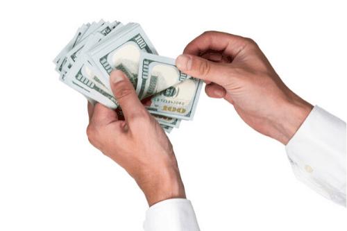 handen met geld - hoeveel is 6 cijfers